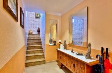 achat villa costa brava, 169 m² sur terrain de 420 m², escalier menant aux chambres