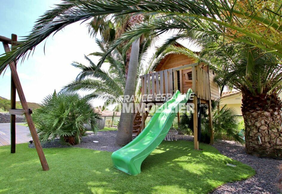 immobilier espagne bord de mer: villa 215 m², terrain de 800 m² avec aire de jeux pour les enfants