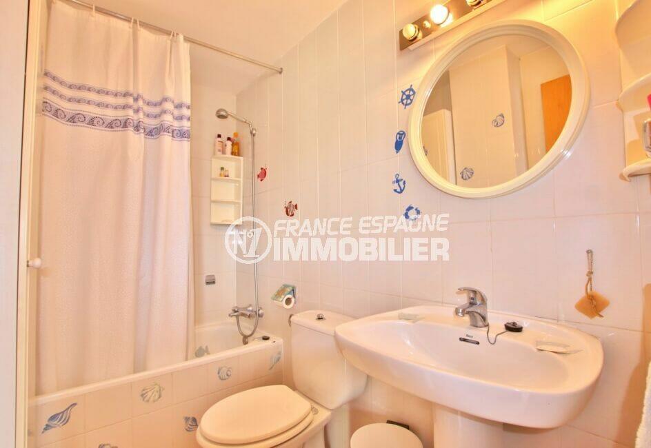 achat appartement empuriabrava, 2 pièces 45 m², salle de bains avec baignoire et toilettes