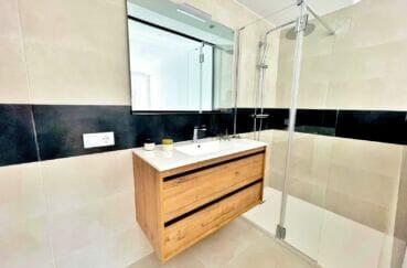 achat maison rosas, 105 m² avec 3 chambres, salle d'eau moderne dans la suite parentale