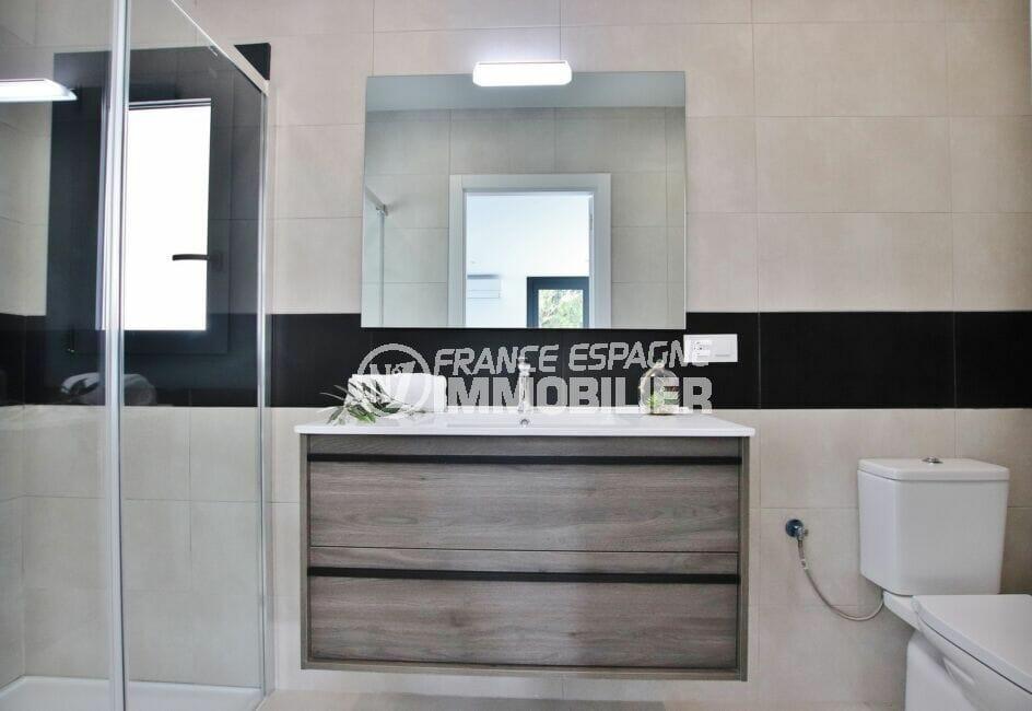 achat maison roses espagne, 105 m² avec salle d'eau, douche et wc