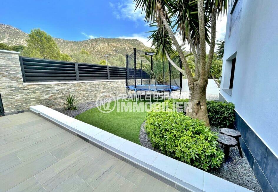achat maison costa brava bord de mer, 215 m² avec terrain de 800 m², coin détente, trampoline