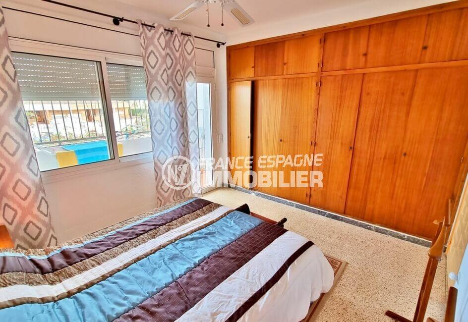 achat maison rosas, 89 m² avec amarre, chambre avec nombreux rangements