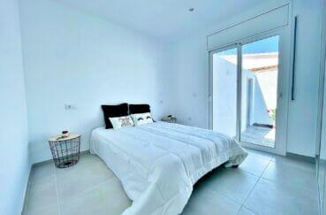 vente immobilier rosas espagne: villa 105 m² rénovée, chambre à coucher avec accès terrasse