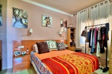 maison a vendre rosas vue mer, 169 m² sur terrain de 420 m², chambre avec lit double et armoire penderie