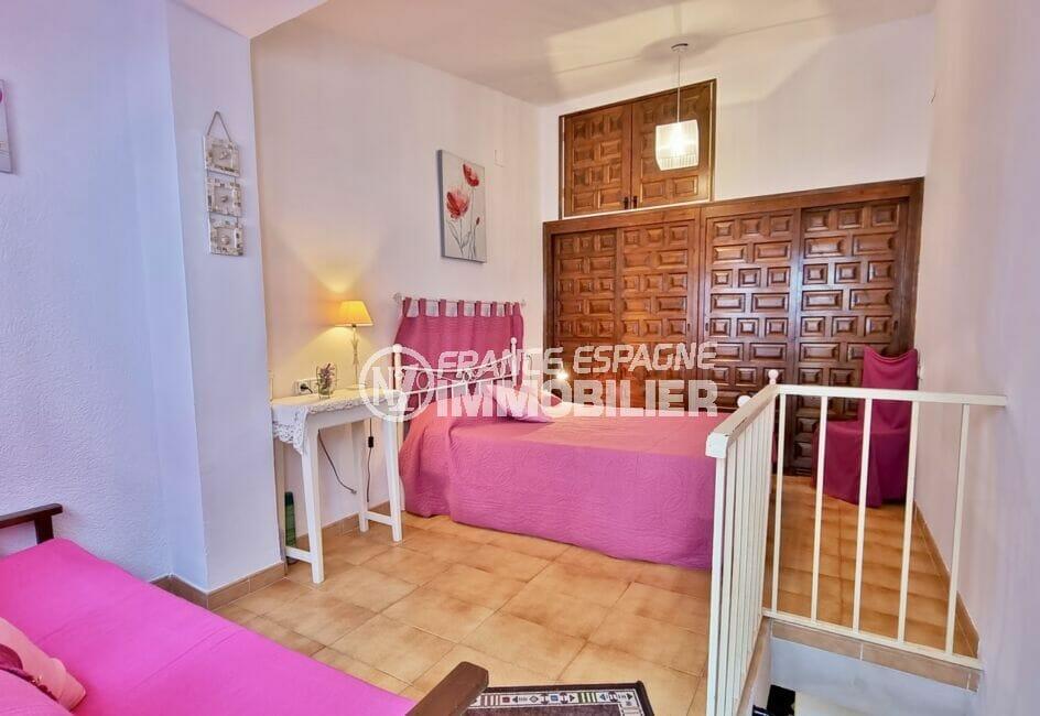 maison a vendre a empuriabrava, 93 m², seconde chambre avec lit double et gands rangements intégrés