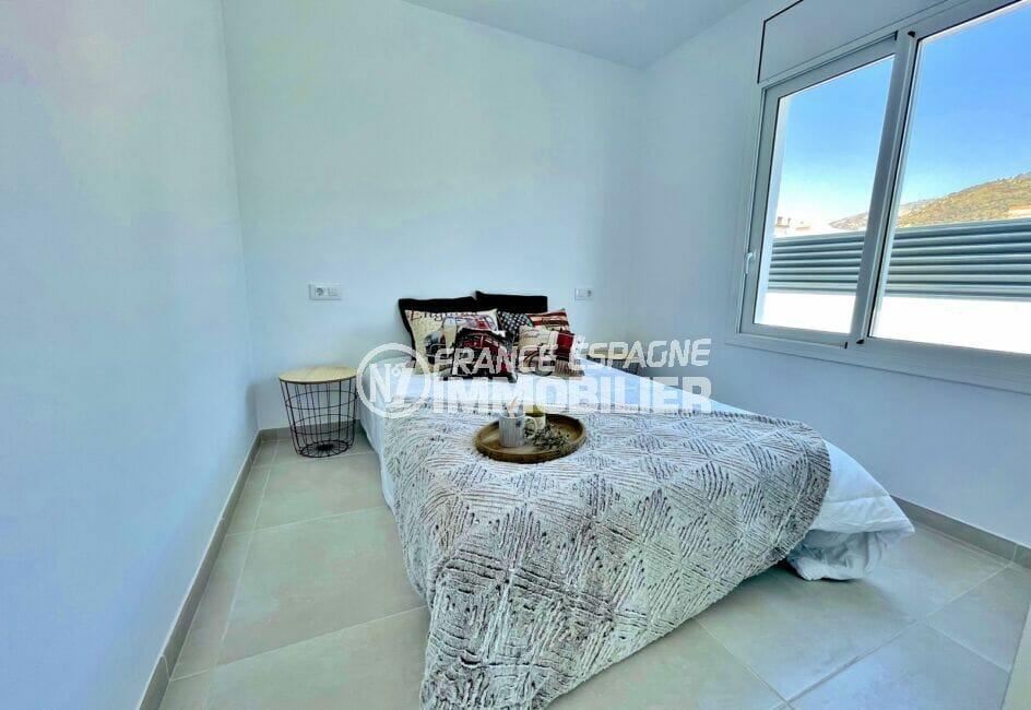 vente immobiliere rosas: villa 105 m² rénovée, chambre à coucher lumineuse, lit double