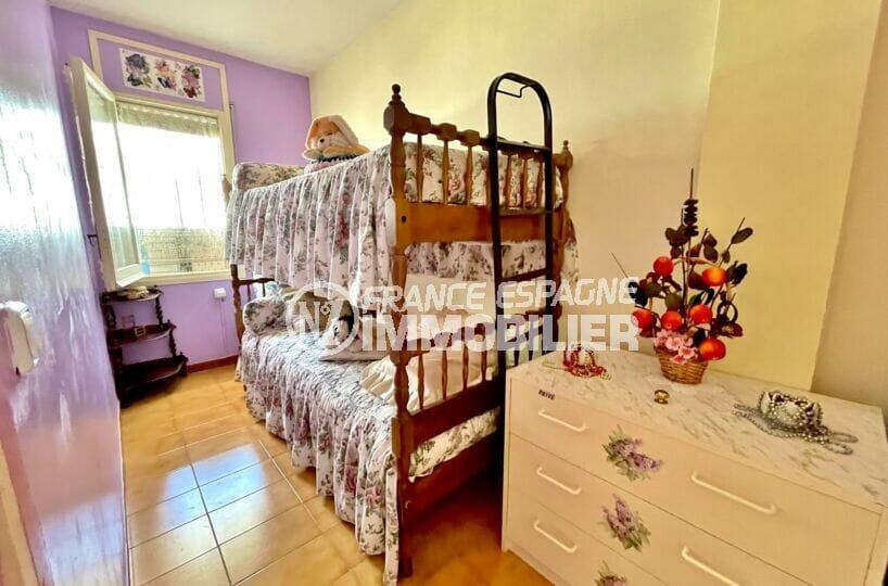 immo center rosas: appartement 3 pièces 60 m² front de mer, lits enfants superposés