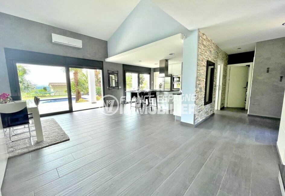 achat maison en espagne costa brava, 215 m² avec grand séjour et cuisine américaine