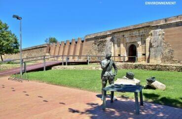 à ne pas manquer, la citadelle de roses, forteresse militaire, monument classée historique