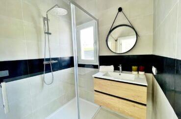 vente immobilière rosas: villa 105 m² rénovée 3 chambres, salle d'eau avec douche
