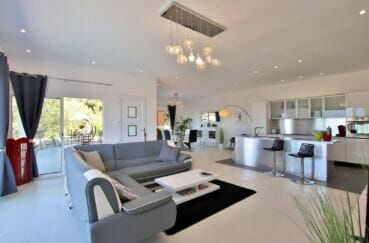 immo roses: villa 250 m² 5 chambres, salon / séjour avec cuisine américaine
