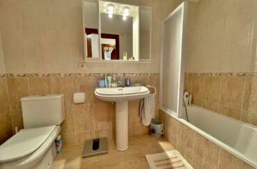 vente immobilier espagne costa brava: appartement 128 m², 1ere ligne mer, seconde salle de bain avec wc
