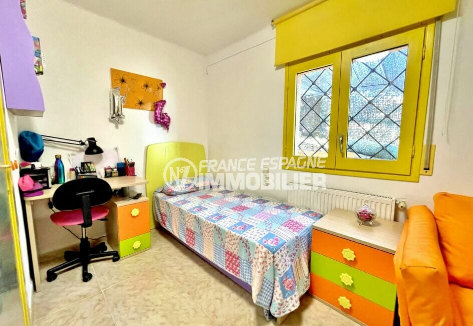 maison a vendre espagne bord de mer, 136 m², 3° chambre avec lit simple et bureau