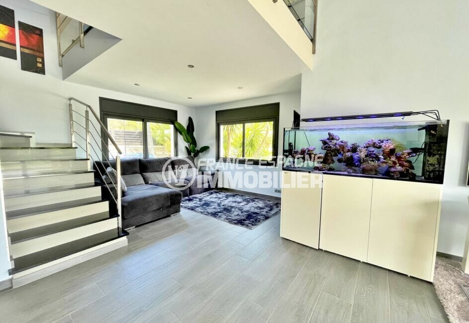 acheter maison costa brava, 215 m² avec piscine, escalier menant au 1er étage