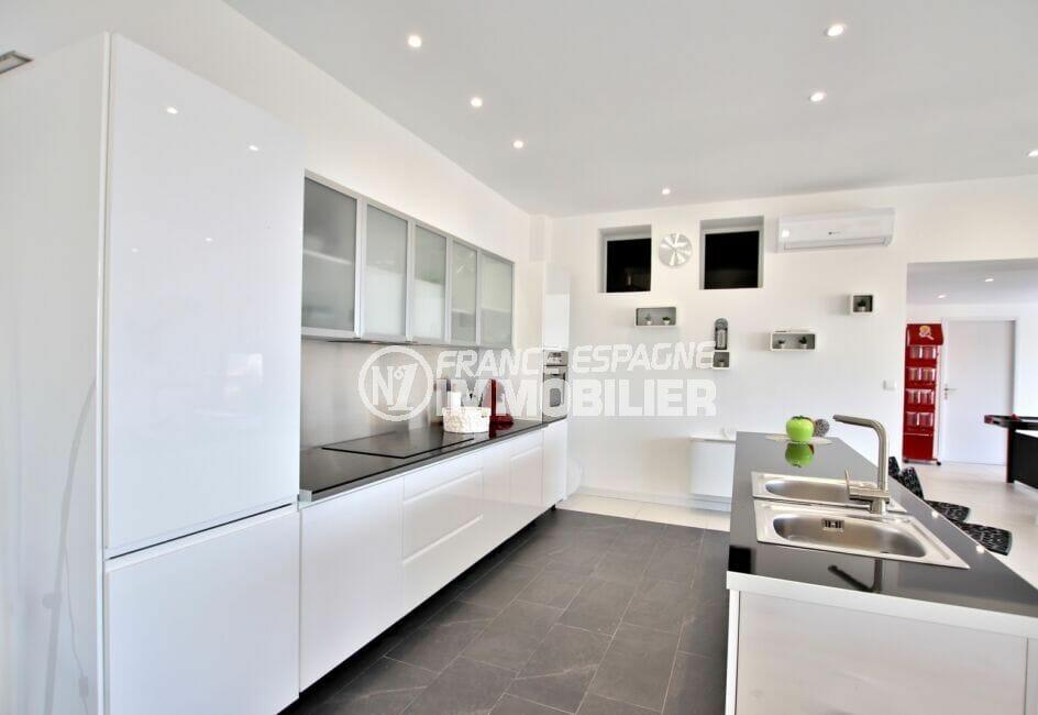 achat maison espagne costa brava, 250 m² 5 chambres, cuisine moderne aménagée et équipée