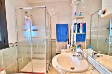 vente maison costa brava, 169 m² sur terrain de 420 m², 2° salle d'eau avec douche et wc