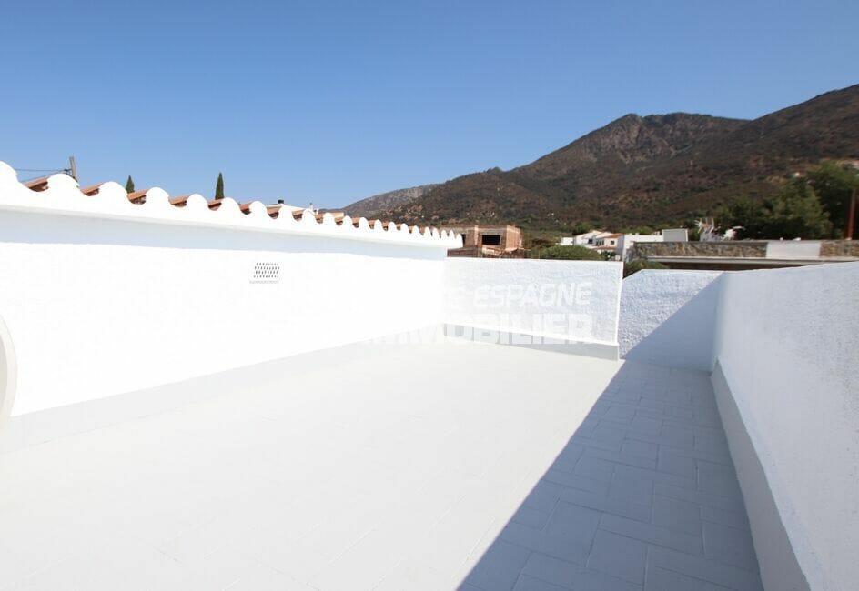 la costa brava: villa 105 m² rénovée 3 chambres, parking cour intérieure