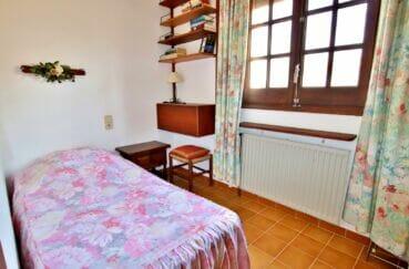 immobilier costa brava vue mer: villa 165 m², 4° chambre lumineuse carrelage et étagères