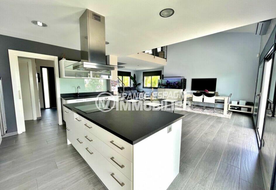 vente immobiliere costa brava: villa 215 m² avec cuisine équipée, four, hotte, plaques