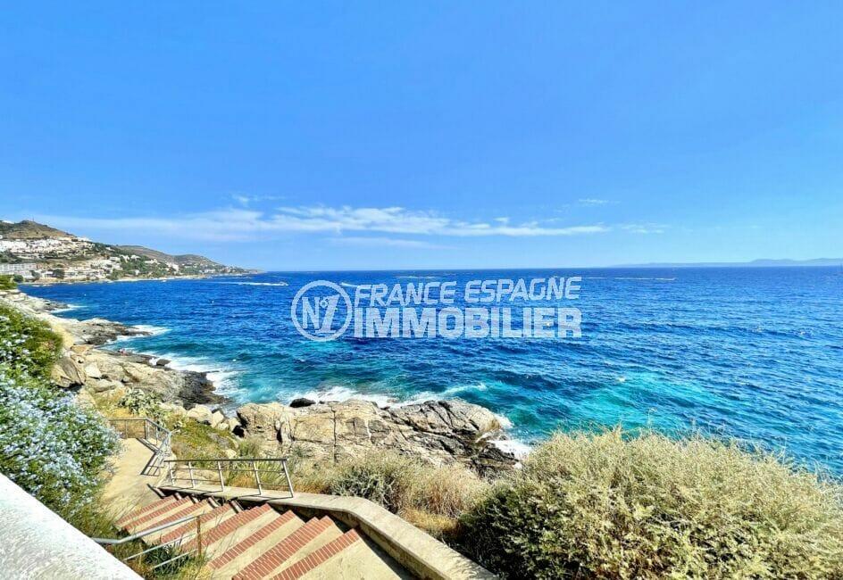 habitaclia rosas: appartement 3 pièces 60 m² front de mer, accès mer et plage par l'escalier
