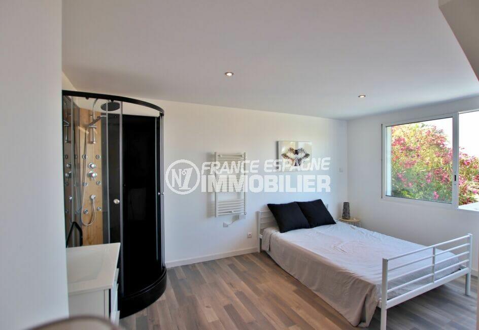 achat immobilier costa brava: villa 250 m², 2° chambre, lit double avec douche massante