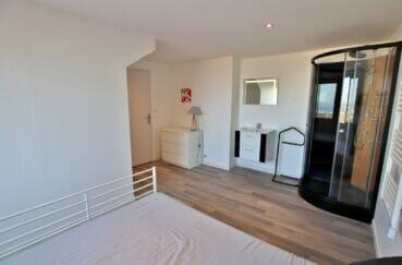 achat immobilier espagne costa brava: villa 250 m², douche massente et lavabo dans la 2° chambre