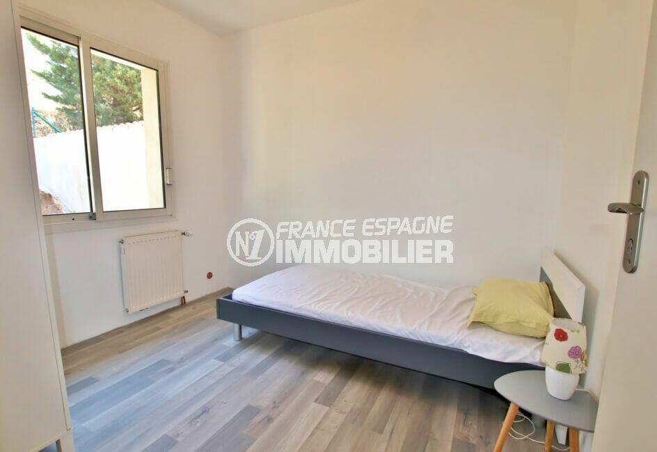 achat roses espagne: villa 250 m², 5° chambre à coucher, lit simple