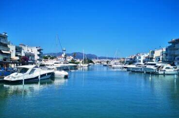 maison à vendre à empuriabrava, 4 chambres 165 m², amarre 12 m, accès à la marina aux environs