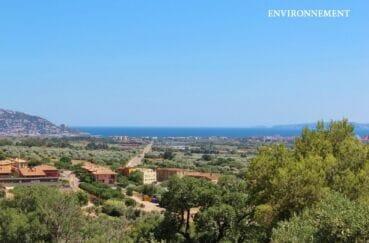 vue imprenable de la terrasse sur la mer et les montagnes, exposition sud