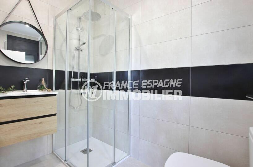 maison a vendre espagne bord de mer, 105 m², salle d'eau avec douche moderne, wc