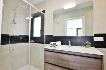 vente immobiliere rosas: villa 105 m² 3 chambres, salle d'eau moderne, douche