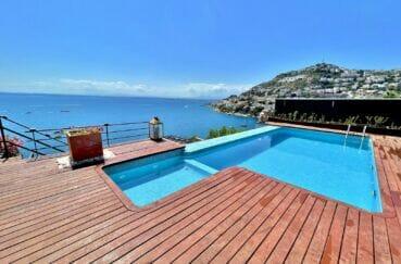 immo roses: villa 227 m² avec piscine privée, vue mer, 2 terrasses, garage et parking cour intérieur, proche plage