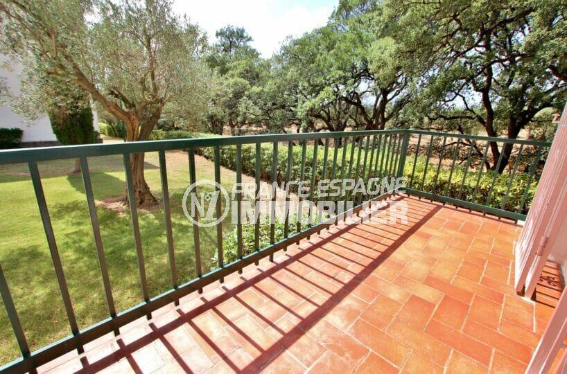 vente appartement rosas, 62 m², terrasse vue montagne, exposition sud-ouest, piscine et parking communautaire, proche plage