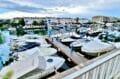 vente immobiliere espagne costa brava: appartement 40 m² avec amarre, vue du salon sur la marina