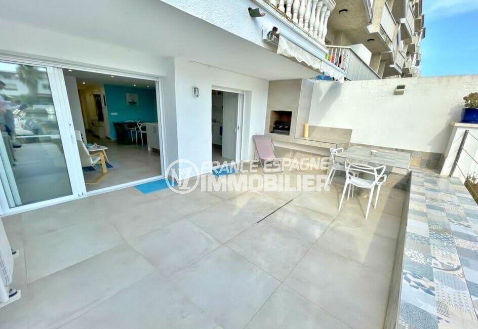 empuriabrava immo: appartement 2 chambres 53 m², grande terrasse avec vue marina et barbecue