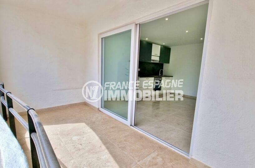 vente appartement rosas, 2 pièces 47 m², petite vue mer depuis la terrasse 8 m²