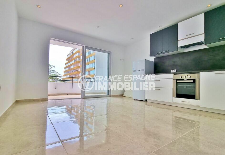 vente appartement costa brava, 2 pièces 47 m² rénové, grand séjour ouvert sur cuisine et terrasse