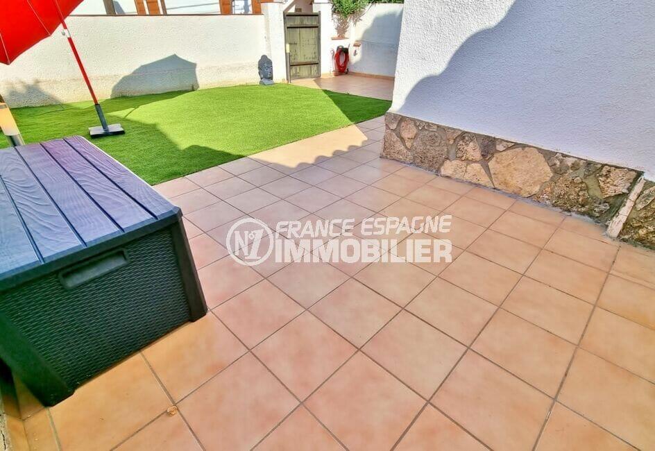 roses immobilier: villa 3 chambres 101 m², seconde terrasse dans le jardin