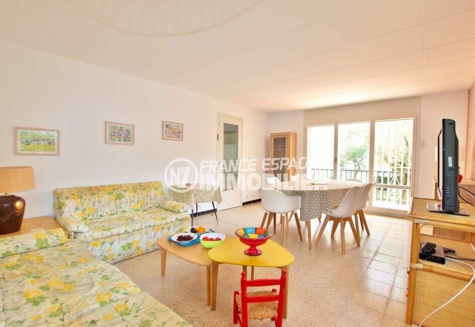 appartement a vendre costa brava, 62 m² 2 chambres, salon, salle à mager lumineuse