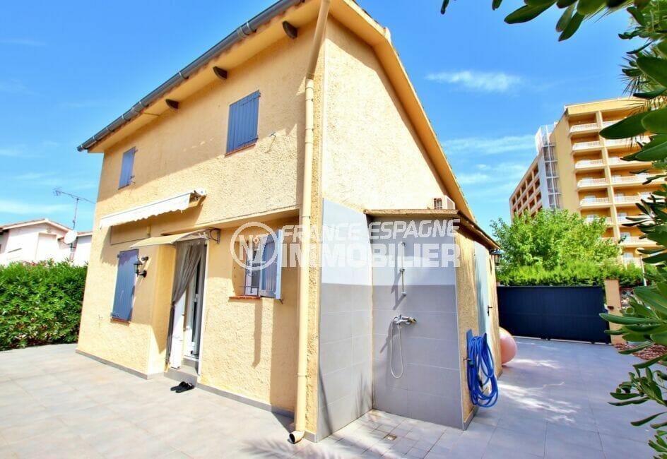 achat maison roses espagne, 3 chambres sur terrain 190 m², abri de jardin attenant