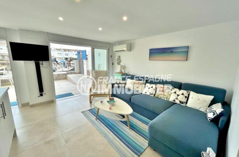 vente appartement empuriabrava, 2 chambres 53 m², grand séjour avec climatisation et accès terrasse