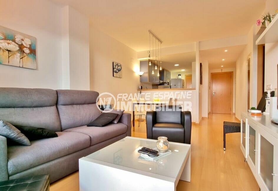 appartement a vendre a rosas, 2 chambres 81 m², grand séjour / salle à manger avec cuisine américaine