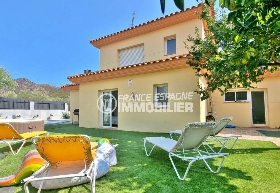 maison a vendre a rosas, 200 m² 5 chambres, sur jardin 412 m² clos dans secteur résidenciel agréable