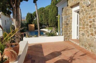 maison a vendre espagne, 3 chambres 140 m², rénovée, secteur prisé à 100 m de la plage de rosas