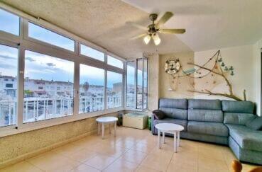 appartement a empuriabrava, 40 m² 2 chambres, salon avec baies vitrées, vue marina