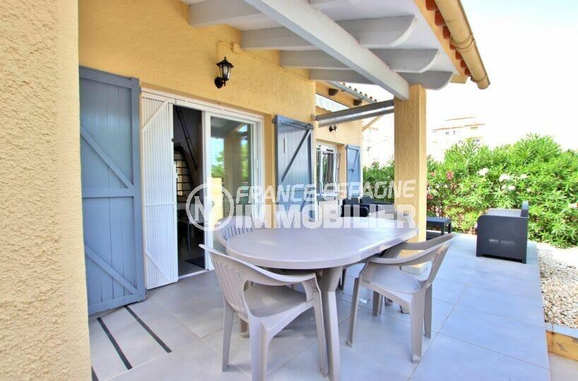 vente maison rosas espagne, 3 chambres, séjour avec terrasse sur terrain 190 m²