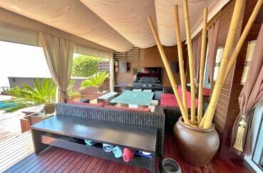 maison a vendre espagne, 227 m² 3 chambres, terrasse aménagée, table et salon de jardin