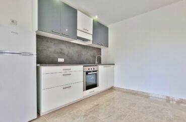 appartement à vendre costa brava, 2 pièces 47 m² rénové, coin cuisine aménagée et équipée