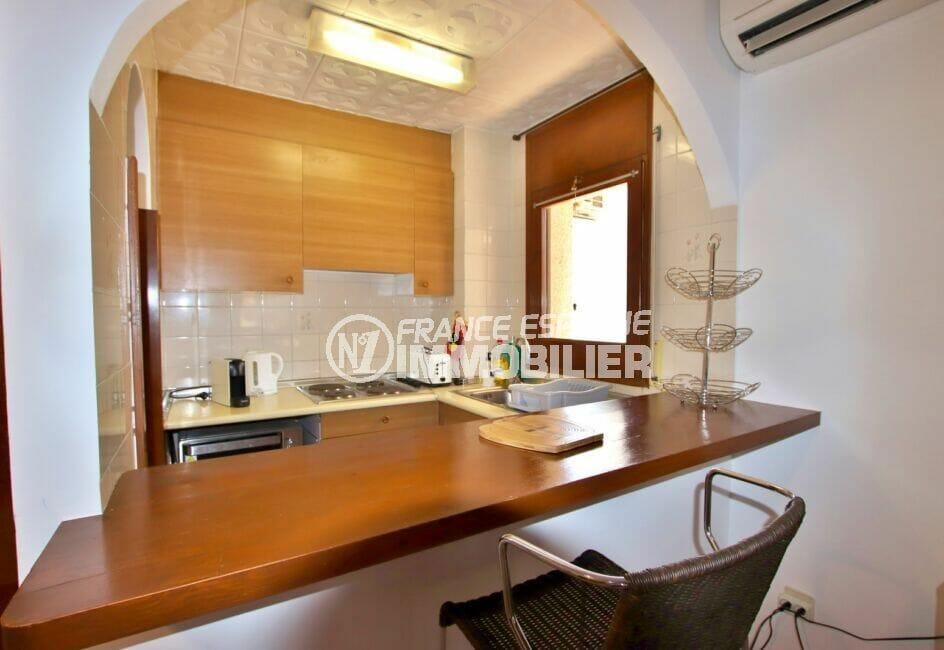 residence santa margarita: appartement 2 chambres 83 m², cuisine amériaine avec bar / coin repas